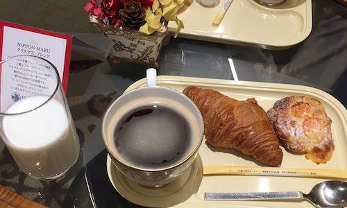 にっぽん丸の優雅なモーニングコーヒー。