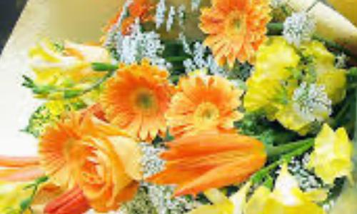 母の日にビタミンカラーの花束を送った。
